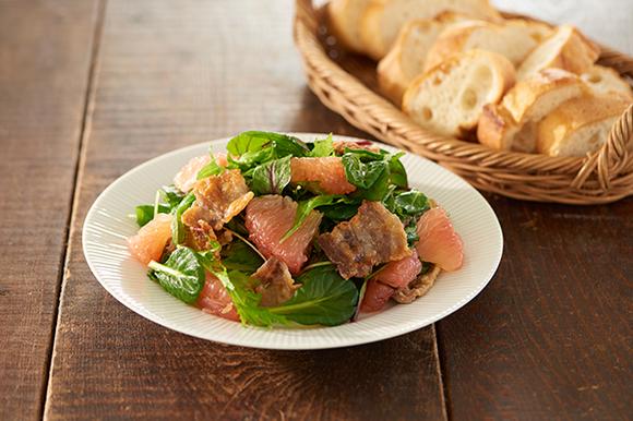 カリカリ豚バラ肉とグレープフルーツのサラダ