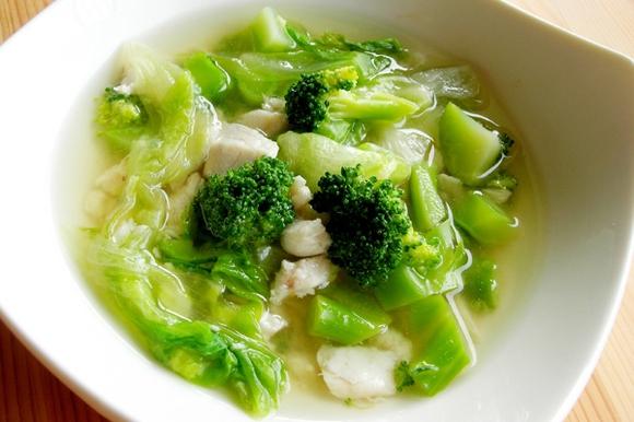 ブロッコリーと白身魚の中華風煮込み