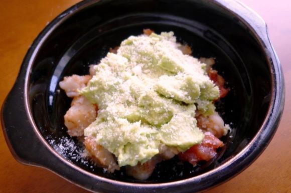 えびとアボカドのチーズ焼き