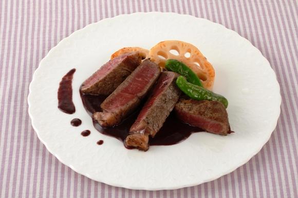 牛フィレ肉のステーキ 赤ワインみそソース