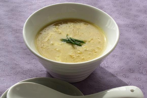 とうもろこしと玉子の中華風スープ