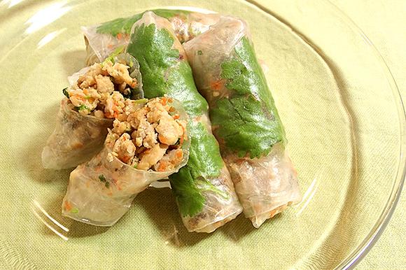 パクチー香る豚挽き肉のピリ辛生春巻き