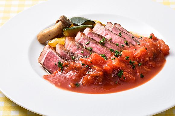 牛肉の柔らかステーキ フレッシュトマトソース