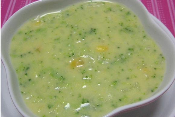 ブロッコリーとコーンの食べるスープ