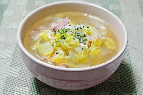 白菜とベーコンのシンプルスープ